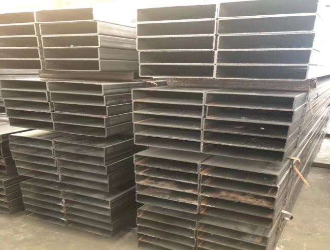 Burr removed end Rectangular steel tube